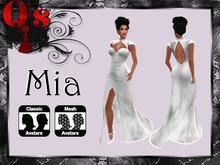 Q's Mia White