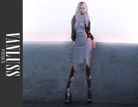VANLUSS - Pose Confident 01