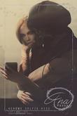 Ana Poses - Selfie Kiss