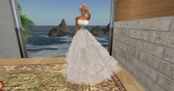 SPARKLING WHITE WEDDING GOWN