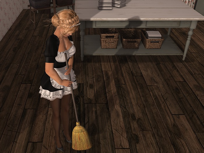 Dutchie mesh broom: 2 versions, wearable and decorational